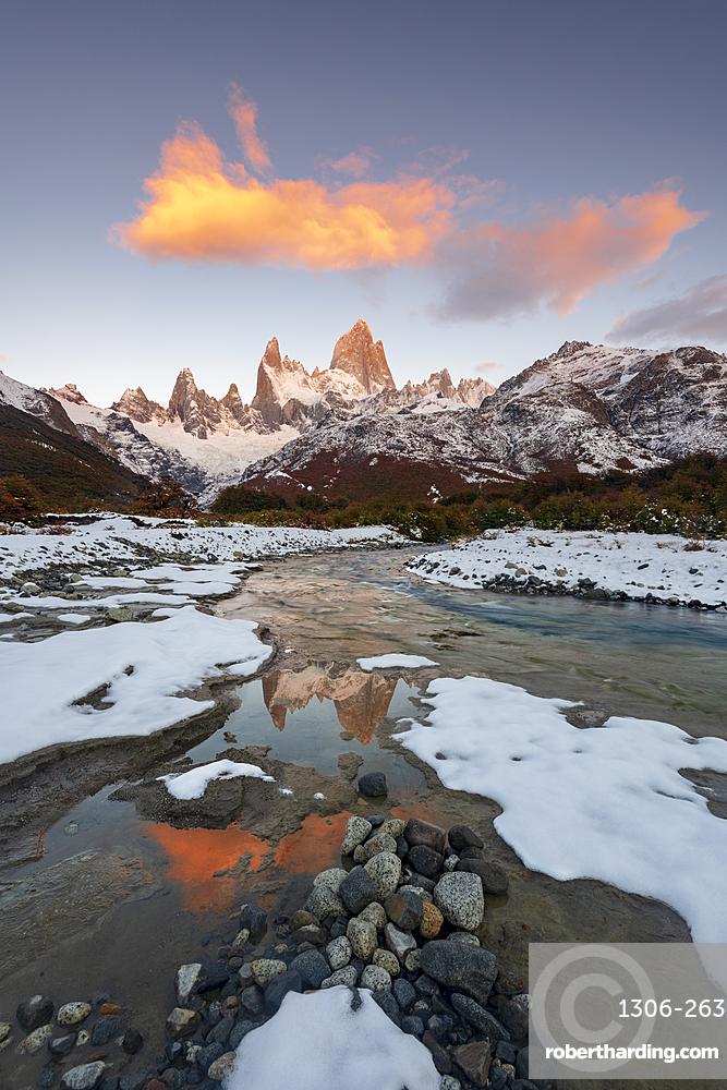 Mount Fitz Roy with hanging clouds, Los Glaciares National Park, UNESCO World Heritage Site, El Chalten, Santa Cruz Province, Patagonia, Argentina, South America