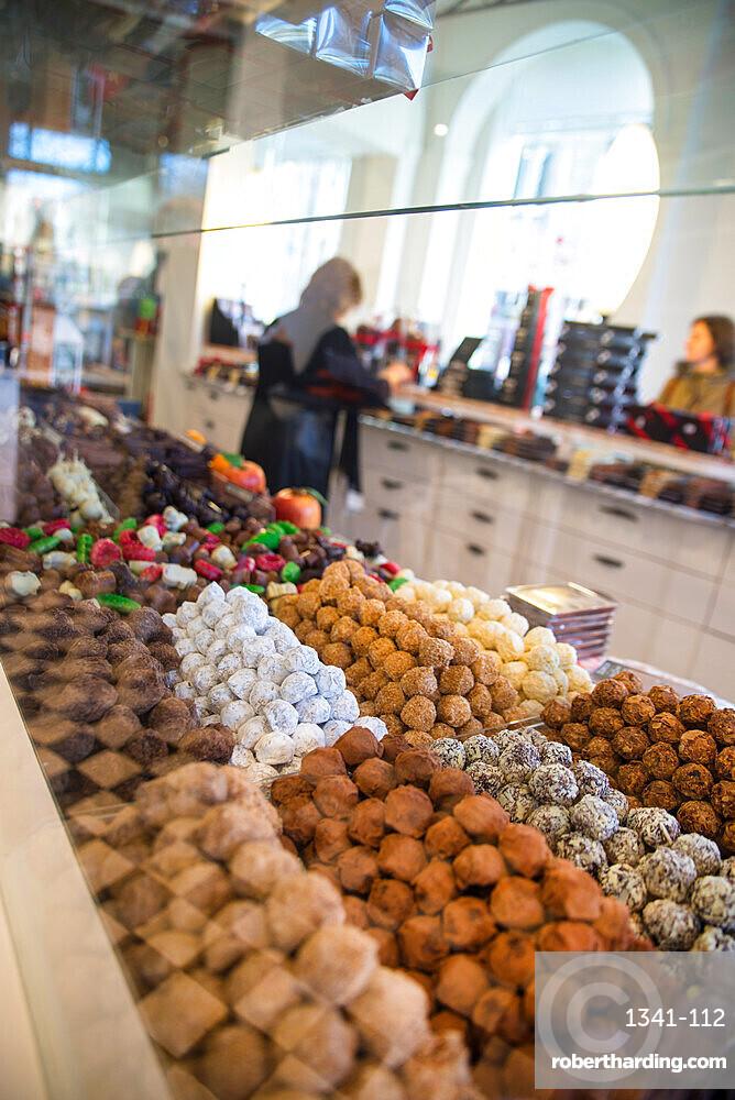 Dumon chocolate shop, Simon Stevinplein Square, Bruges, Belgium, Europe