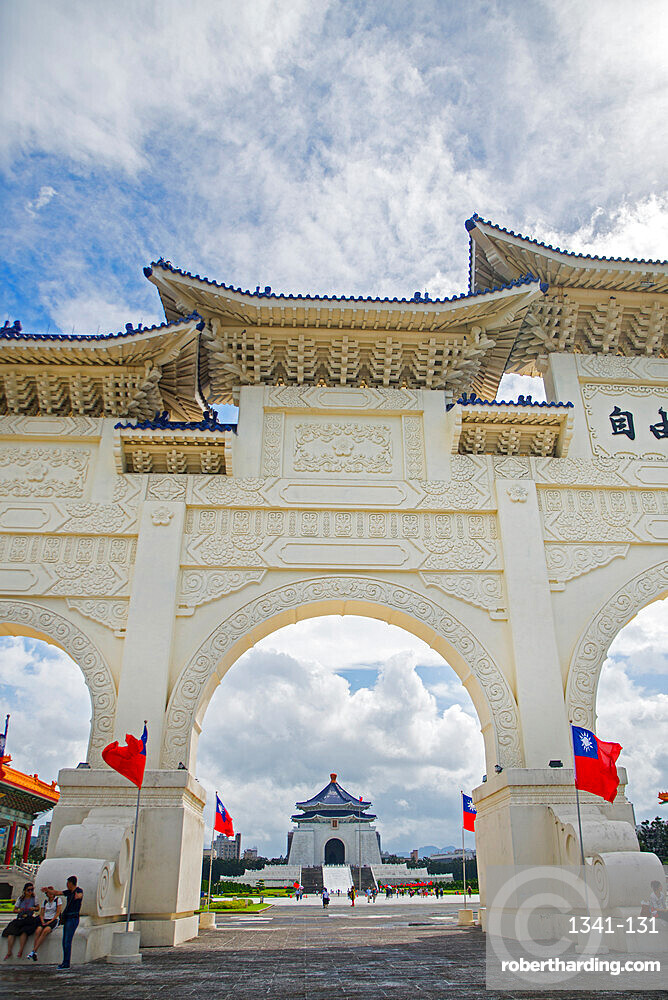 Liberty Square gate and Chiang Kai-shek Memorial Hall, Taipei, Taiwan, Asia