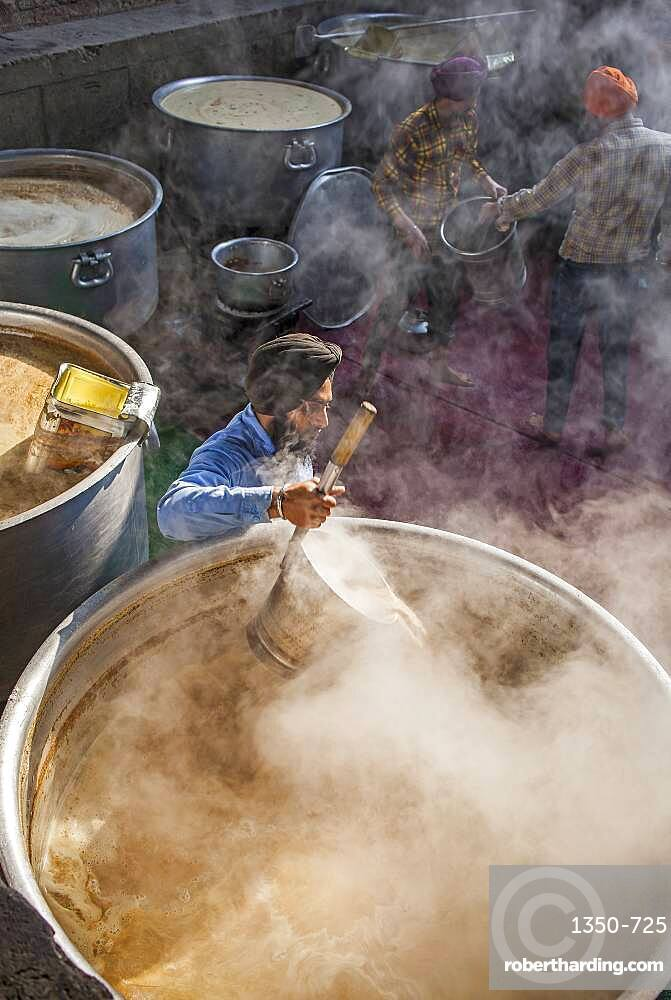Maiking chai. Volunteers cooking for the pilgrims who visit the Golden Temple, Each day they serve free food for 60,000 - 80,000 pilgrims, Golden temple, Amritsar, Punjab, India