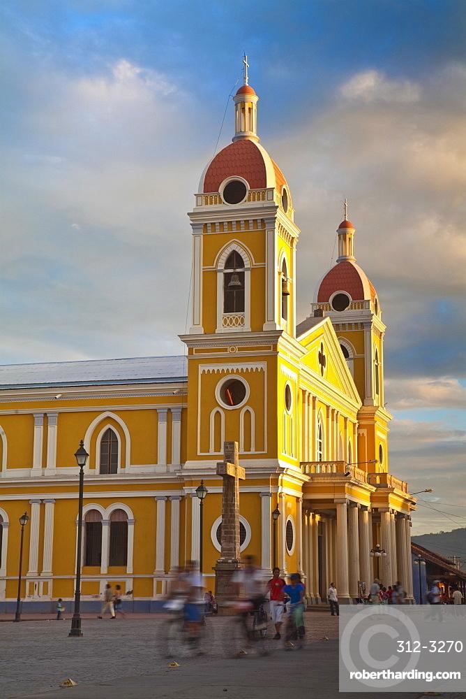 Cathedral de Granada, Park Colon (Park Central), Granada, Nicaragua, Central America