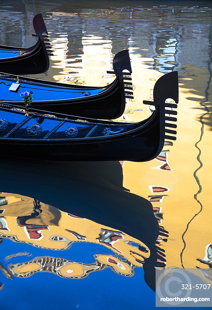 Gondolas and reflections, Gondole Bacino Orseole, near St. Mark's Square, Venice, UNESCO World Heritage Site, Veneto, Italy, Europe