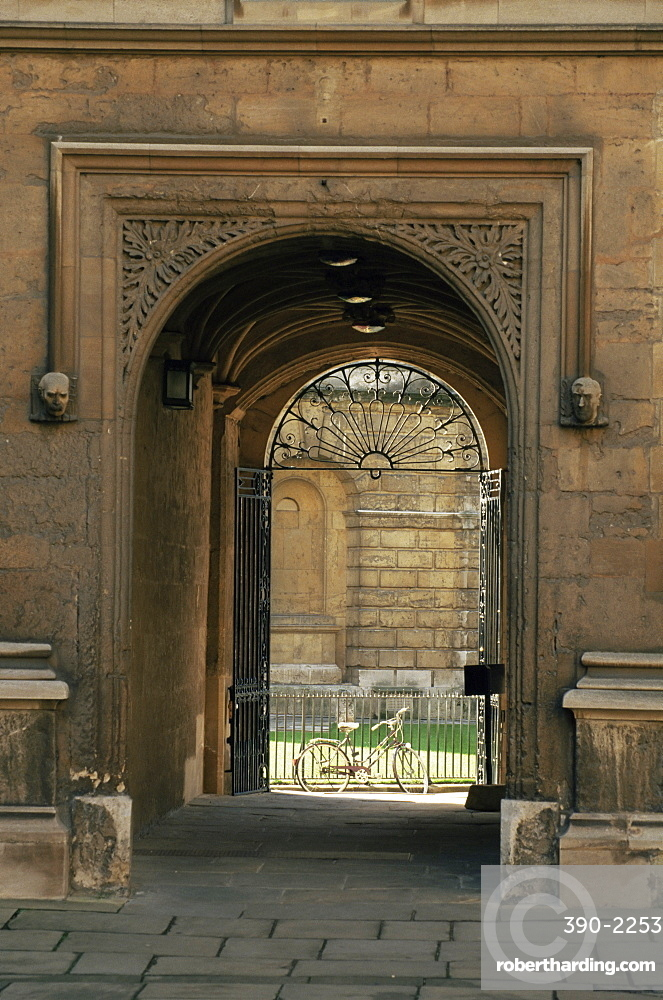 Archway leading to the Bodleian Library, Oxford, Oxfordshire, England, United Kingdom, Europe