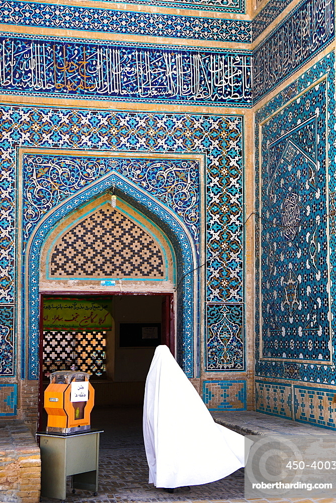 Woman in white chador enters Jameh Mosque, Varzaneh, Iran, Middle East