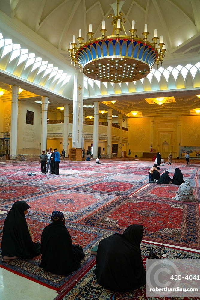 Interior, Aramgah-e Shah-e Cheragh (Mausoleum of the King of Light), Shiraz, Iran, Middle East