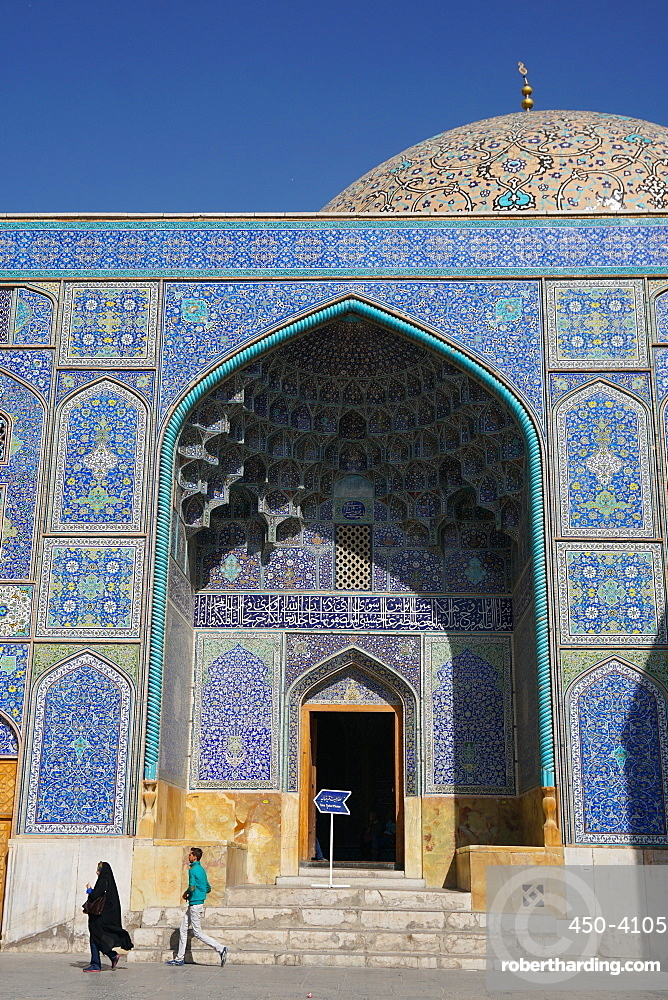 Entrance of Sheikh Lotfollah Mosque, UNESCO World Heritage Site, Isfahan, Iran, Middle East