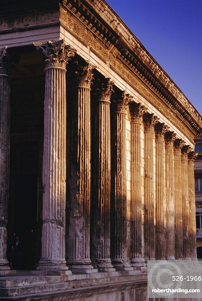 Maison Carre, Roman building, Nimes, Languedoc, France, Europe