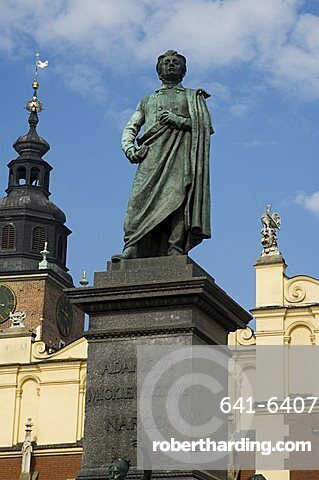 Statue of the romantic poet Mickiewicz in front of The Cloth Hall (Sukiennice), Main Market Square (Rynek Glowny), Old Town District (Stare Miasto), Krakow (Cracow), UNESCO World Heritage Site, Poland, Europe