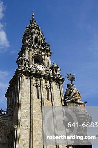 View of Santiago Cathedral from Plaza de Las Platerias, UNESCO World Heritage Site, Santiago de Compostela, Galicia, Spain, Europe