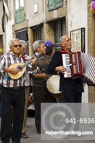 Wandering musicians, Santiago de Compostela, Galicia, Spain, Europe