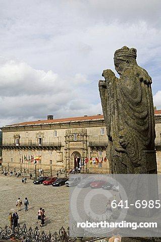 Hostal de los Reyes Catolicos (Hospital Real) (Royal Hospital), now a parador in the Plaza do Obradoiro, viewed from the cathedral, UNESCO World Heritage Site, Santiago de Compostela, Galicia, Spain, Europe