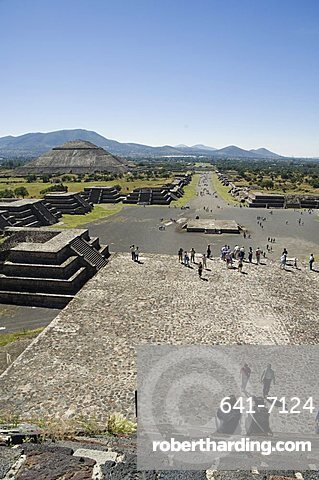 View from Pyramid of the Moon of the Avenue of the Dead and the Pyramid of the Sun beyond, Teotihuacan, 150AD to 600AD and later used by the Aztecs, UNESCO World Heritage Site, north of Mexico City, Mexico, North America