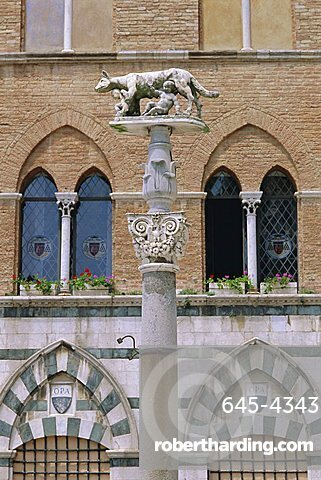 Statue of Romulus and Remus in the Piazza del Duomo, Siena, Tuscany, Italy, Europe
