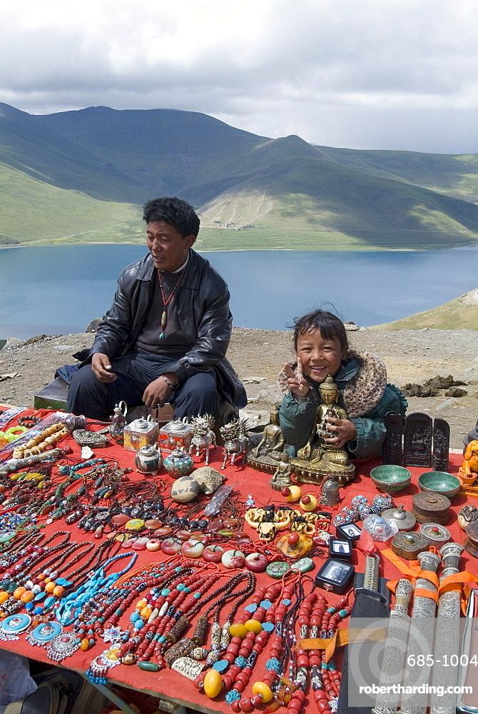Craft stand, Turquoise Lake, Tibet, China, Asia