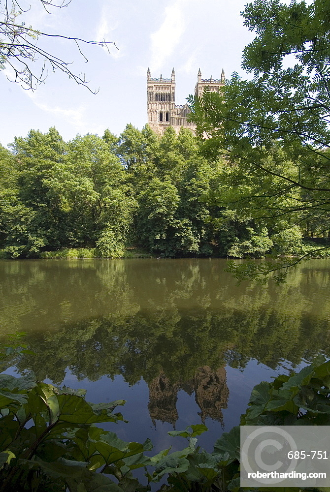 Cathedral reflected in River Wear, UNESCO World Heritage Site, Durham, County Durham, England, United Kingdom, Europe