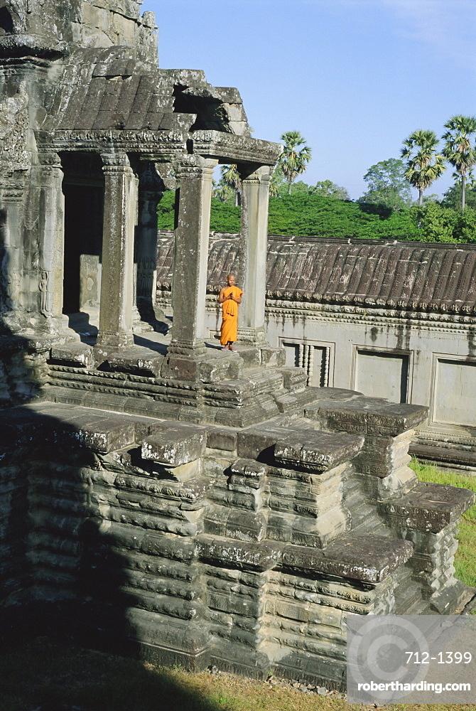 Buddhist monk at Angkor Wat, Angkor, Siem Reap, Cambodia, Indochina, Asia
