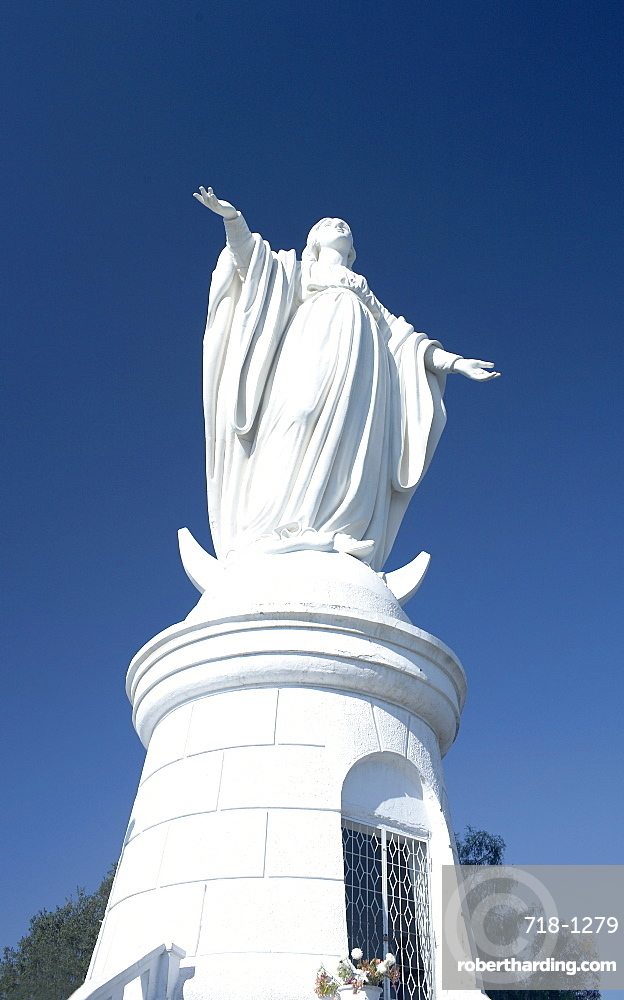 Statue of Virgin Mary, San Cristobal hill, Santiago de Chile, Chile, South America