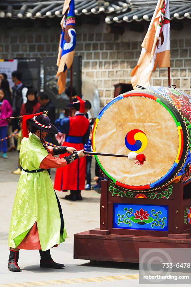Drummer, Deoksugung Palace, Seoul, South Korea, Asia