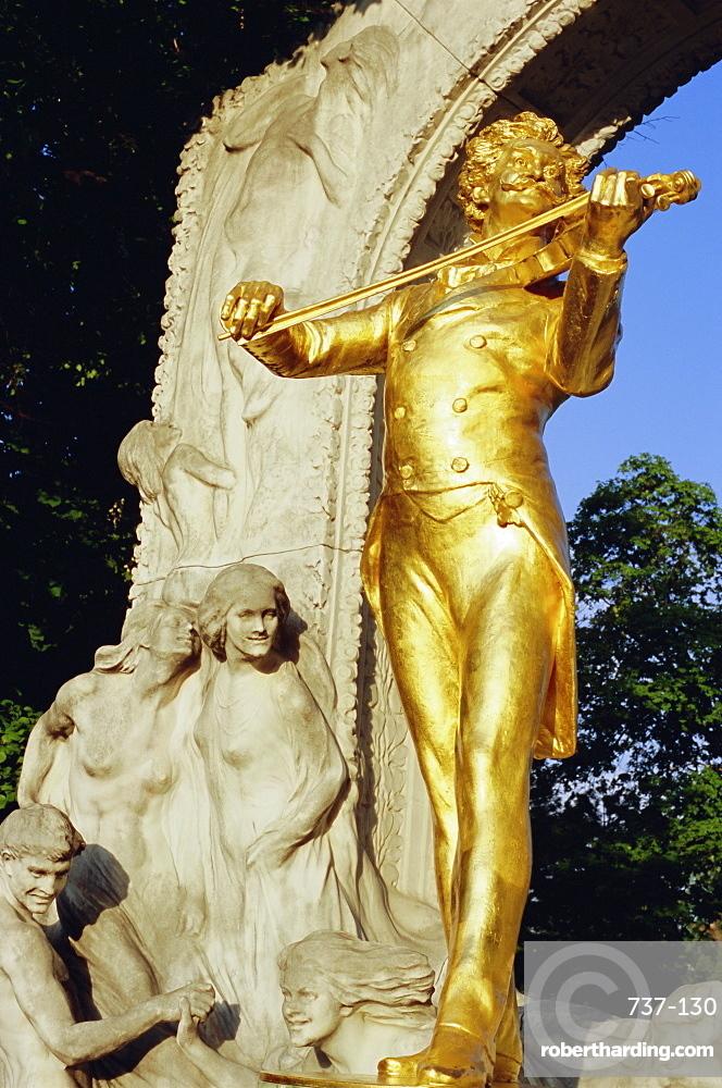 Statue of Johann Strauss in Stadtpark, Innere Stadt, Vienna, Austria, Europe