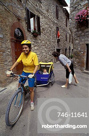Cycling in town with the baby, Biking around Italy