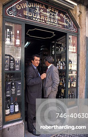 Wine shop, Rua Portas de Sant'Antao, Lisbona, Portugal, Europe