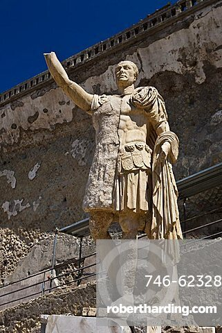 statue of Herculaneum, a large Roman town destroyed in 79AD by a volcanic eruption from Mount Vesuvius, UNESCO World Heritage Site, Ercolano, Naples, Campania, Italy, Europe