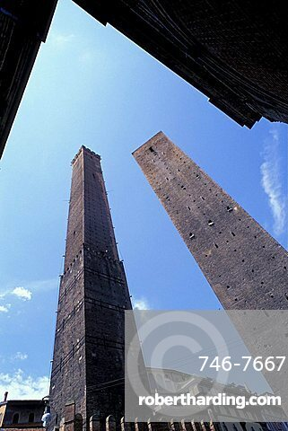 Towers of Asinelli e Garisenda, Bologna, Emilia-Romagna, Italy