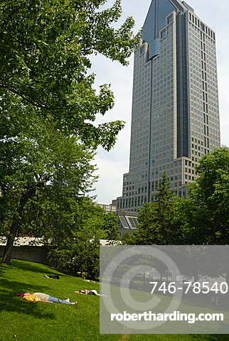 City park behind the 1000 de La Gauchetiv®re skyscraper, Montreal, Quebec, Canada, North America