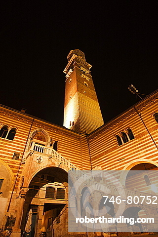 Torre Lamberti, Piazza della Ragione, Verona, Veneto, Italy, Europe