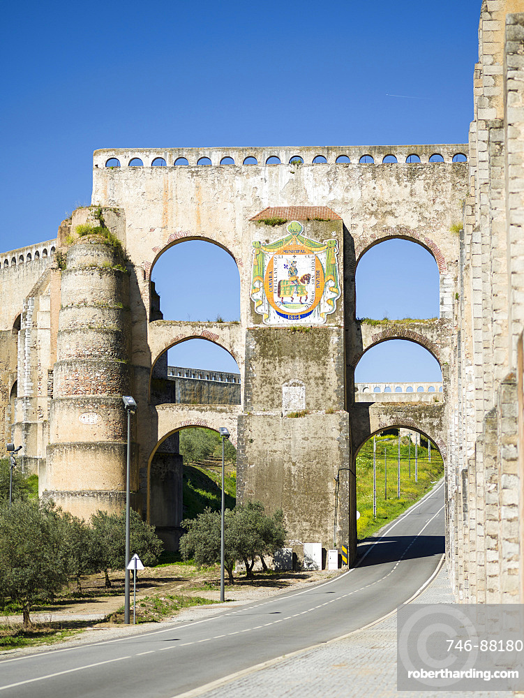 Aqueduto da Amoreira, the aqueduct dating back to the 16th and 17th century.  Elvas in the Alentejo close to the spanish border. Elvas is listed as UNESCO world heritage. Europe, Southern Europe, Portugal, March