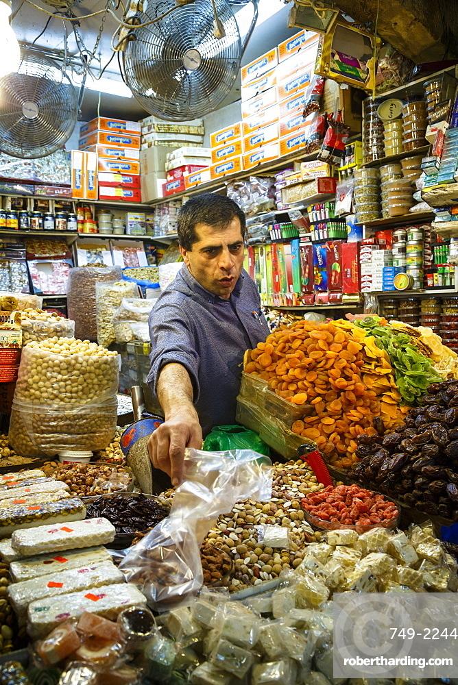 Shop at the Arab souk, covered market, in the Muslim Quarter of the Old City, Jerusalem, Israel, Middle East