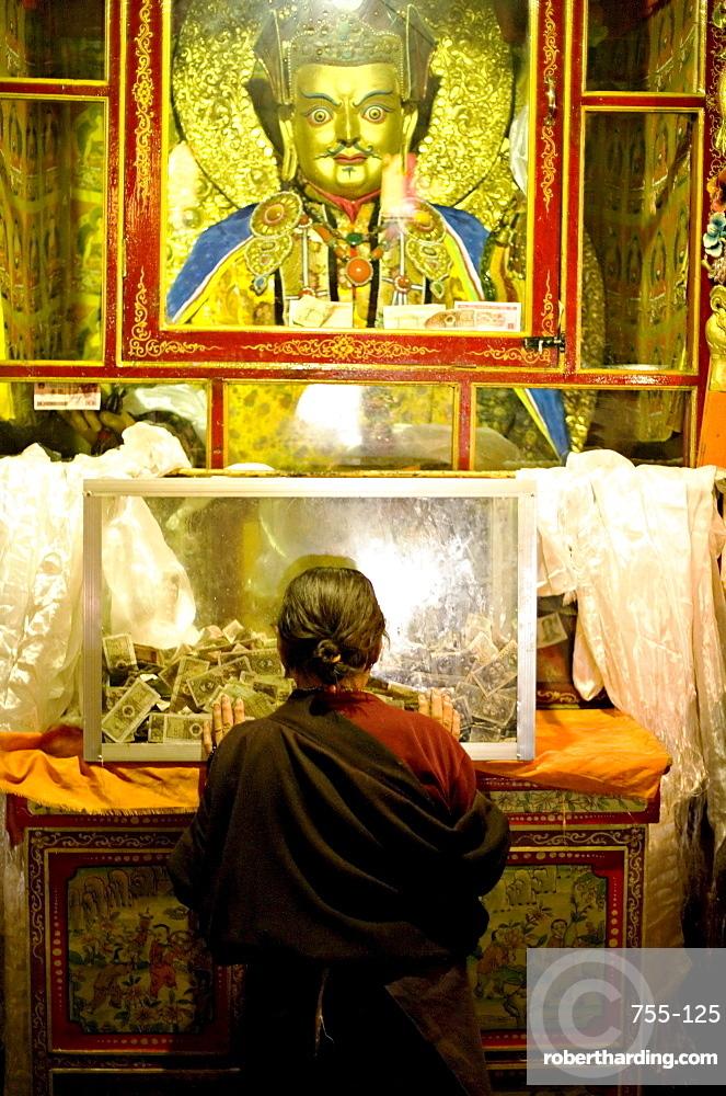 Woman pays respect at Meru Nyingba Buddhist monastery, Bharkor, Lhasa, Tibet, China, Asia