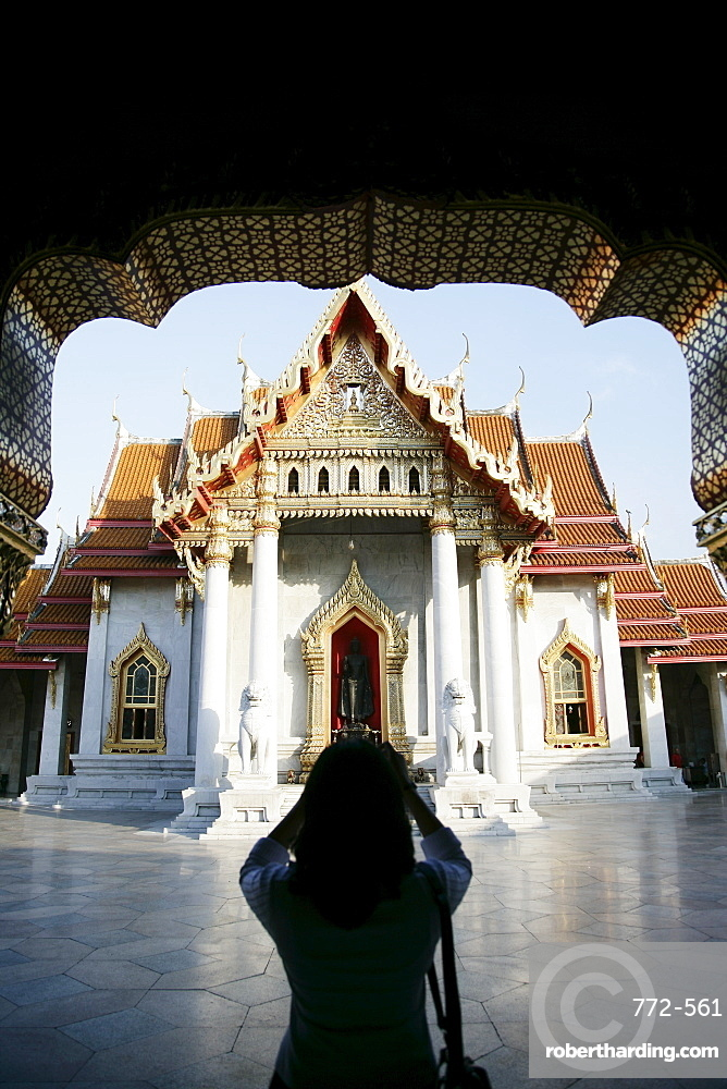 Woman taking pictures, Wat Benchamabophit (Marble Temple), Bangkok, Thailand, Southeast Asia, Asia