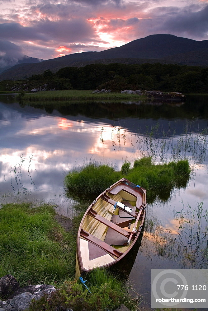 Boat, Upper Lake, Killarney National Park, County Kerry, Munster, Republic of Ireland, Europe