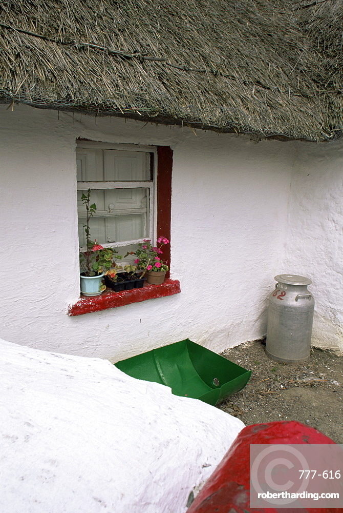 Cottage, Boyne Valley, County Meath, Leinster, Republic of Ireland, Europe