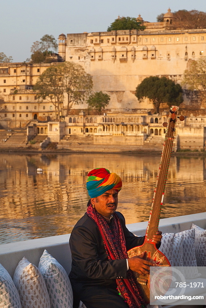 Man playing a traditional Tambura at Lake Palace Hotel in Udaipur, Rajasthan, India, Asia