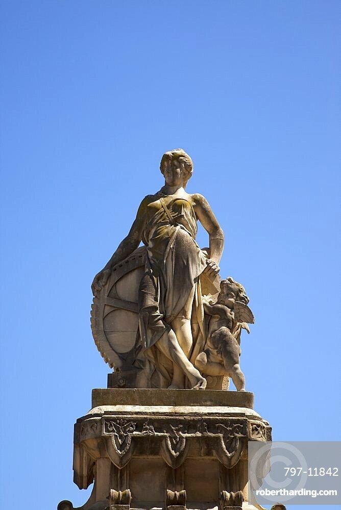 Spain, Catalonia, Barcelona, Statue at the entrance ot Parc de la Ciutadella.