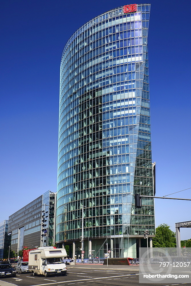 Germany, Berlin, Potzdamer Platz, Bahn Tower.