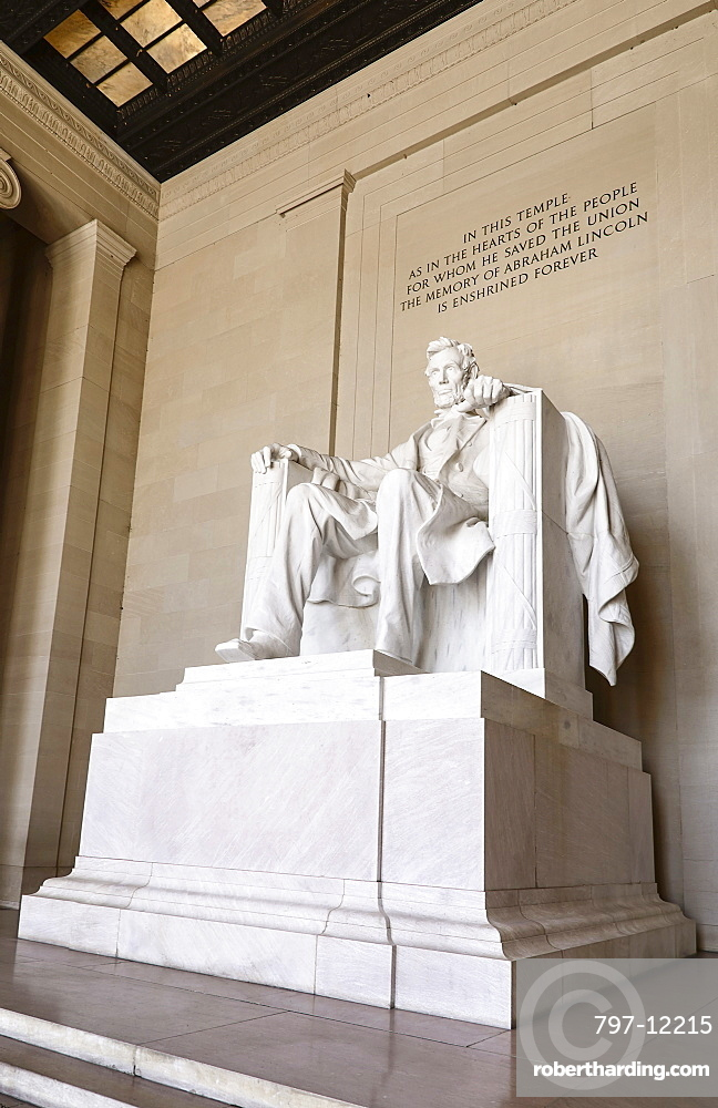 USA, Washington DC, National Mall, Lincoln Memorial, Statue of Abraham Lincoln, Angular view of the statue from the right.
