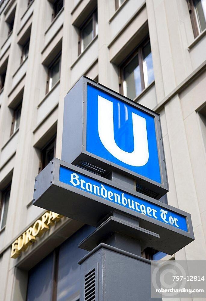Germany, Berlin, Mitte, blue U-Bahn undergound sign at Brandenburger Tor, Brandenburg Gate.