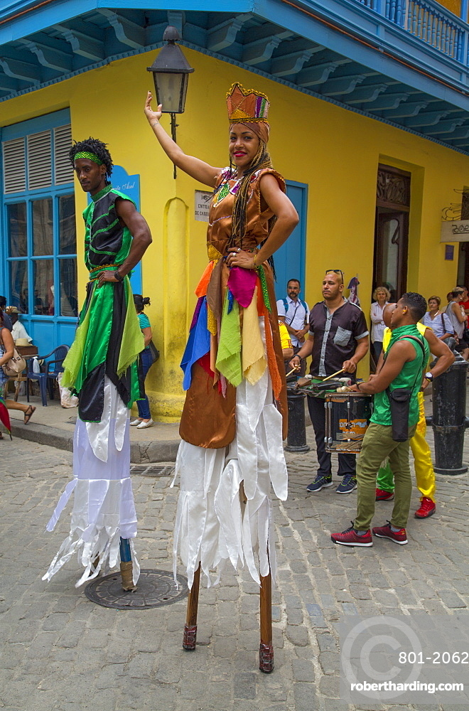 Street dancers on stilts, La Habana Vieja, UNESCO World Heritage Site, Havana, Cuba, West Indies, Central America
