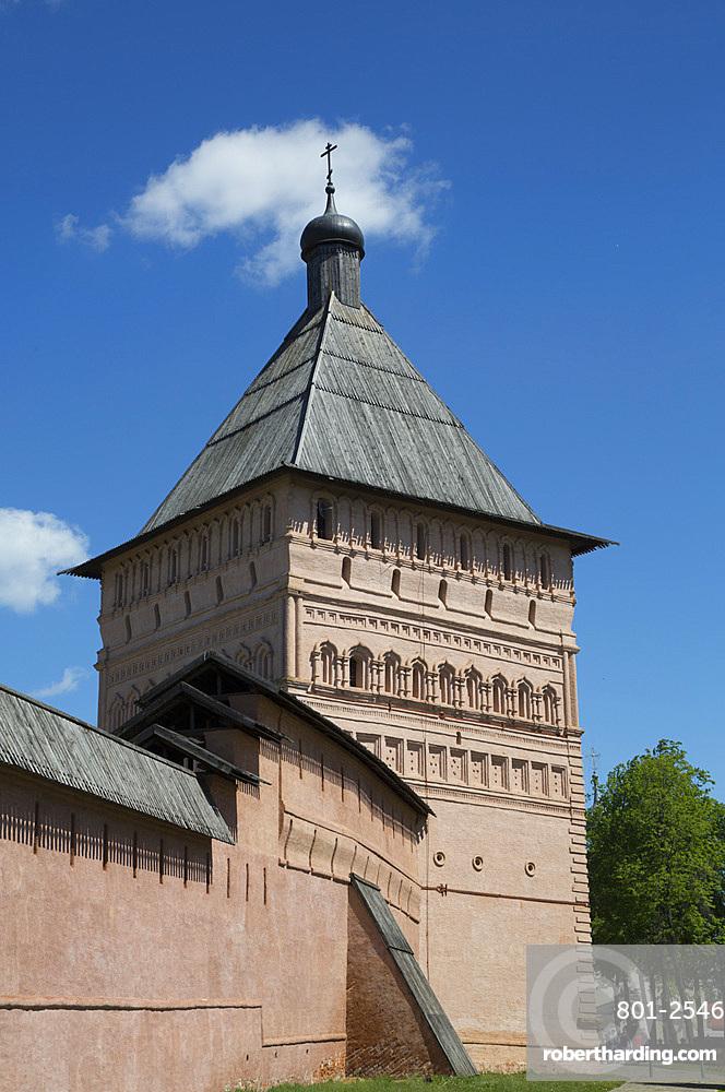 Rampart Walls and Towers, Saviour Monastery of St. Euthymius, UNESCO World Heritage Site, Suzdal, Vladimir Oblast, Russia, Europe