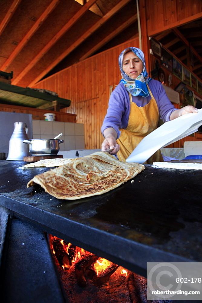 A local woman making Gozleme, a traditional Anatolian dish, at a street stall near Geikbayiri, Anatolia, Turkey, Asia Minor, Eurasia