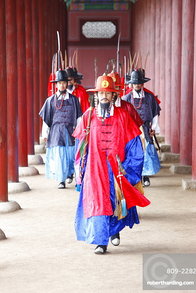 Royal guards changing ceremony, Changdeokgung Palace, Seoul, South Korea, Asia