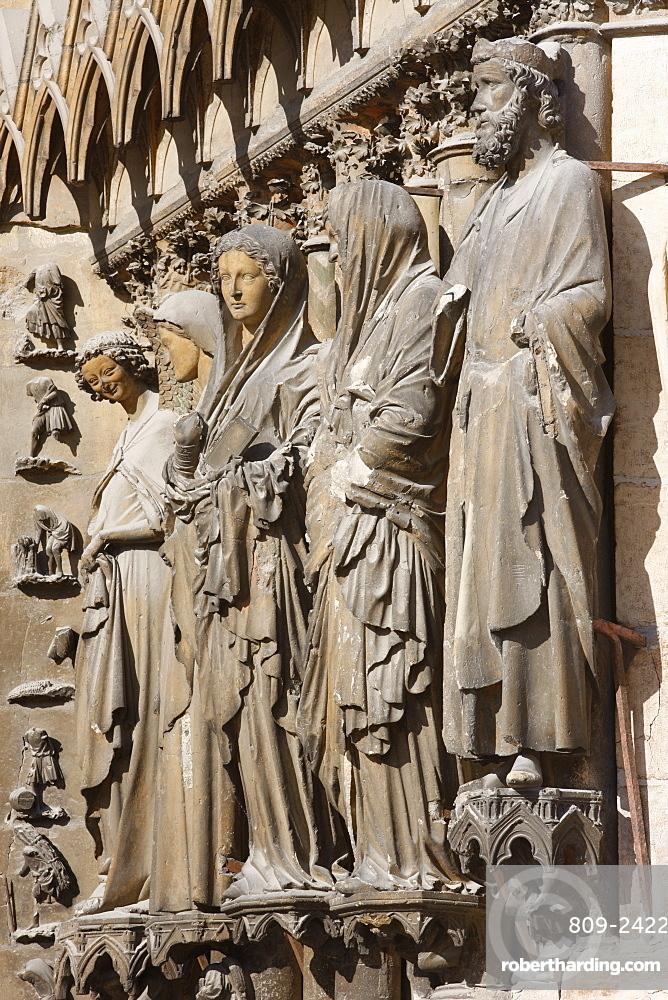 Statues of the Angel of Annunciation and Virgin Mary, Mary and Elizabeth,  David and Solomon on the west front of Reims Cathedral, Reims, Marne, France, Europe