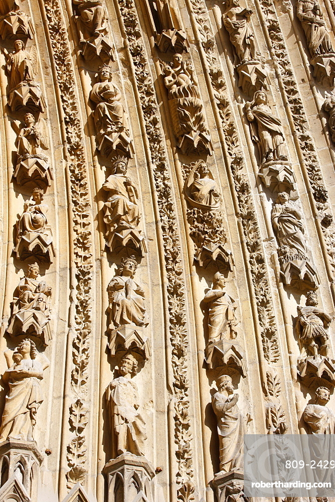 Detail of arches on the west front of Reims cathedral, UNESCO World Heritage Site, Reims, Marne, France, Europe