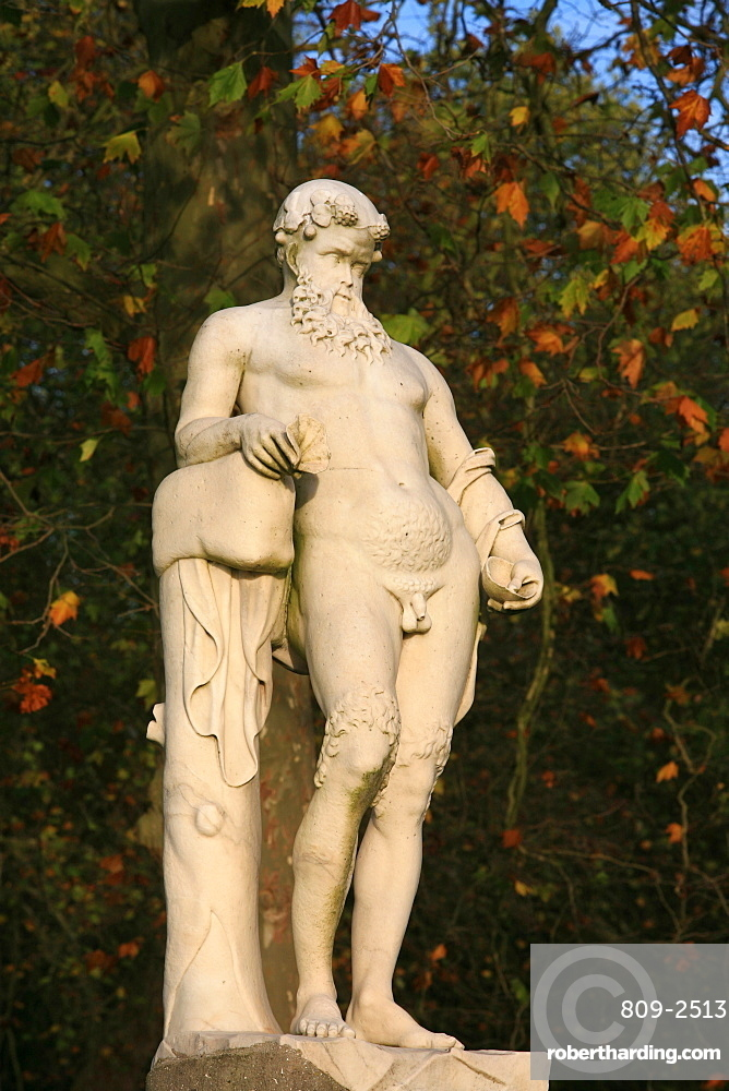 Statue, Chantilly Castle, Oise, France, Europe