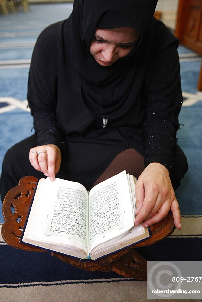 Woman reading Koran in Jumeirah mosque, Dubai, United Arab Emirates, Middle East