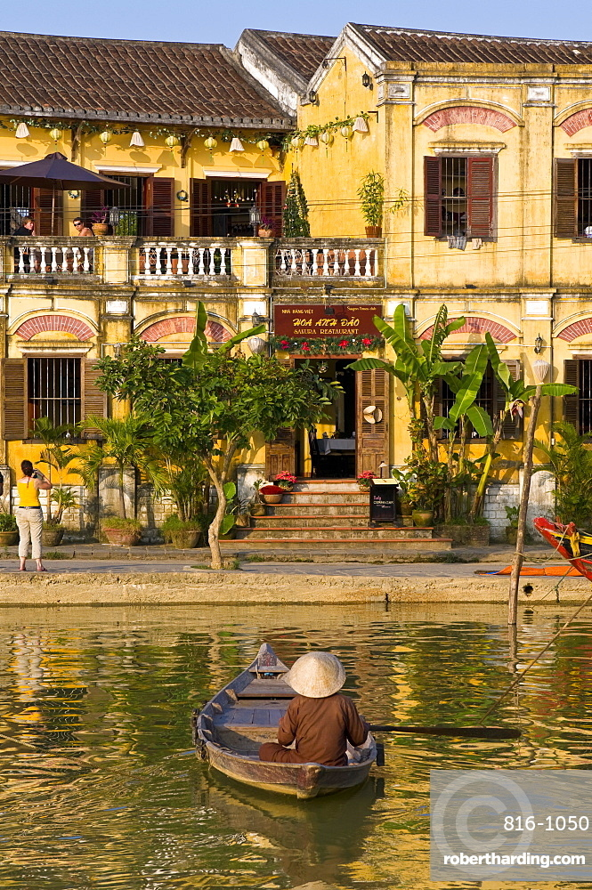 Traditionally dressed old man sitting in his little fishing boat, Hoi An, Vietnam, Indochina, Southeast Asia, Asia