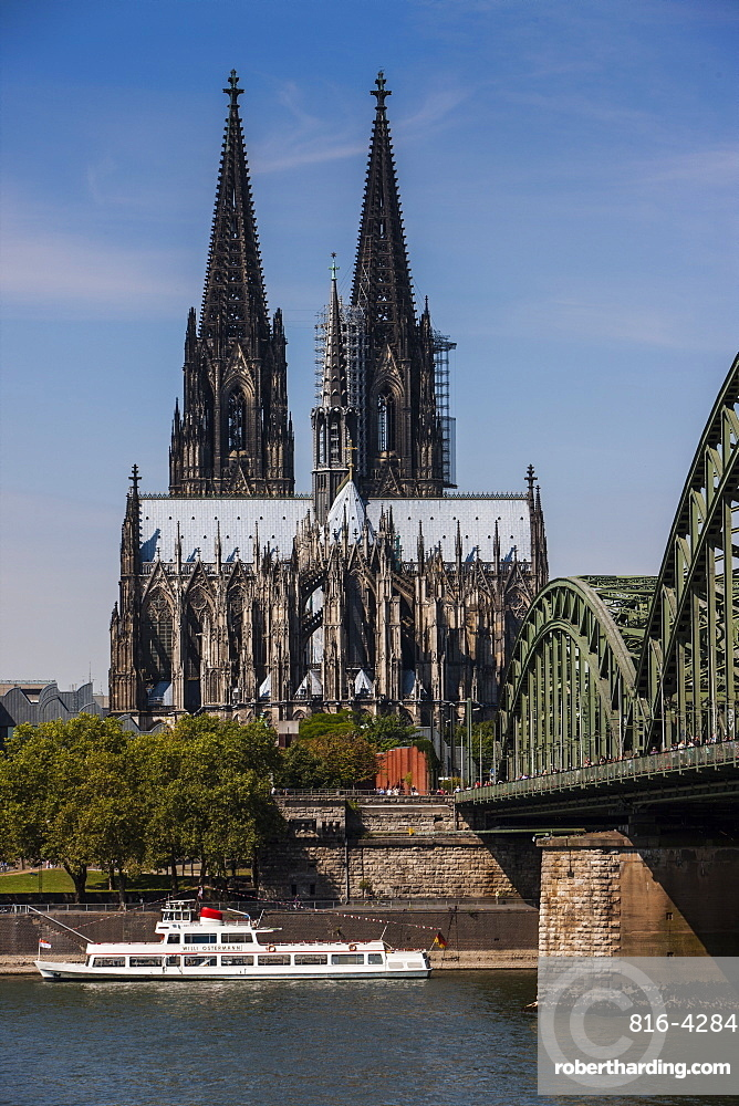 Rhine bridge and Cathedral of Cologne, UNESCO World Heritage Site, above the River Rhine, Cologne, North Rhine-Westphalia, Germany, Europe